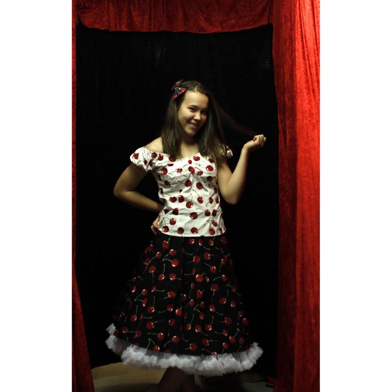 a03617bb111d Svart kjol med körsbär 50 tal / Rockabilly
